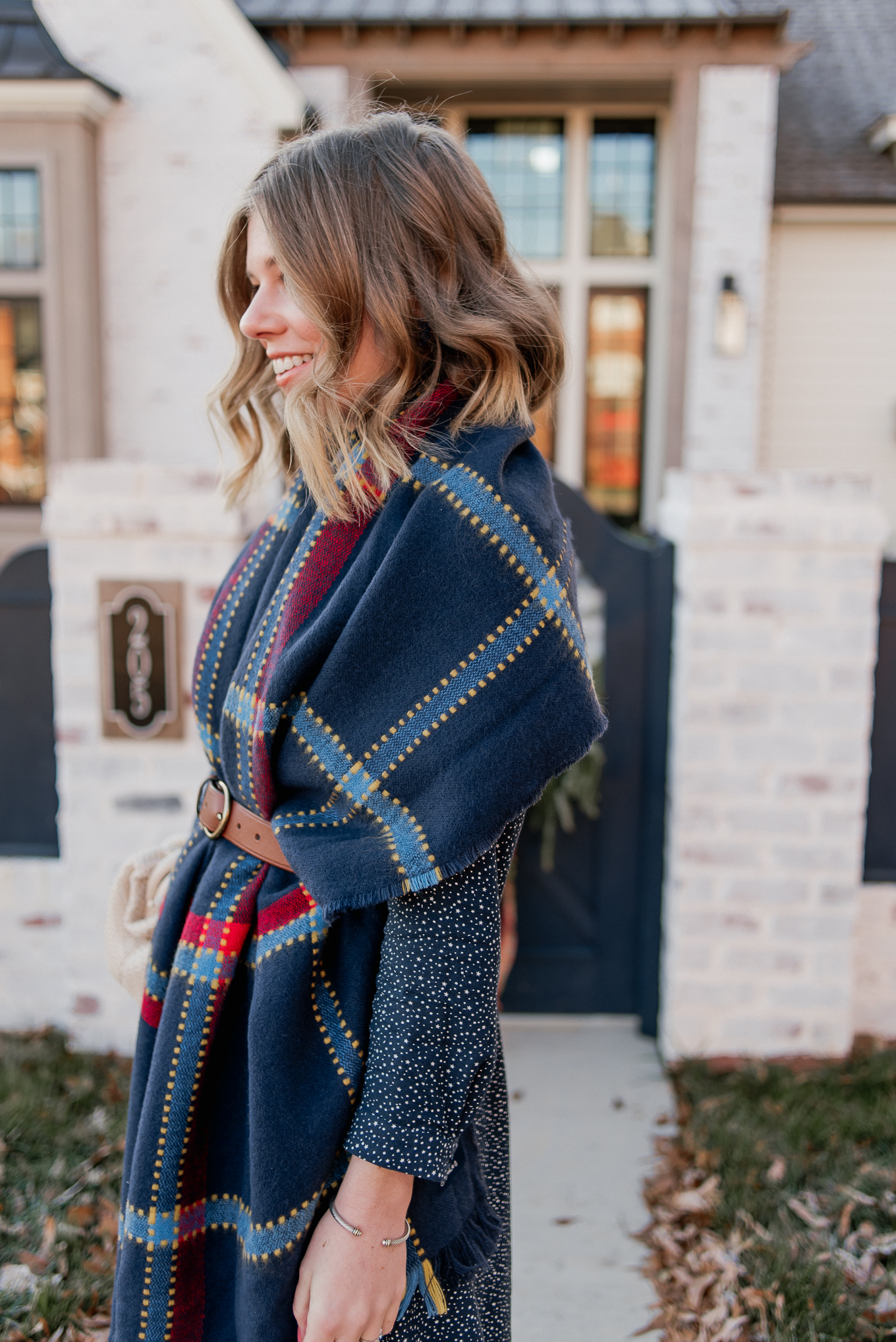 Laura Leigh of Louella Reese shares how to style a scarf as vest this winter season #styletip #scarfvest #winterstyle