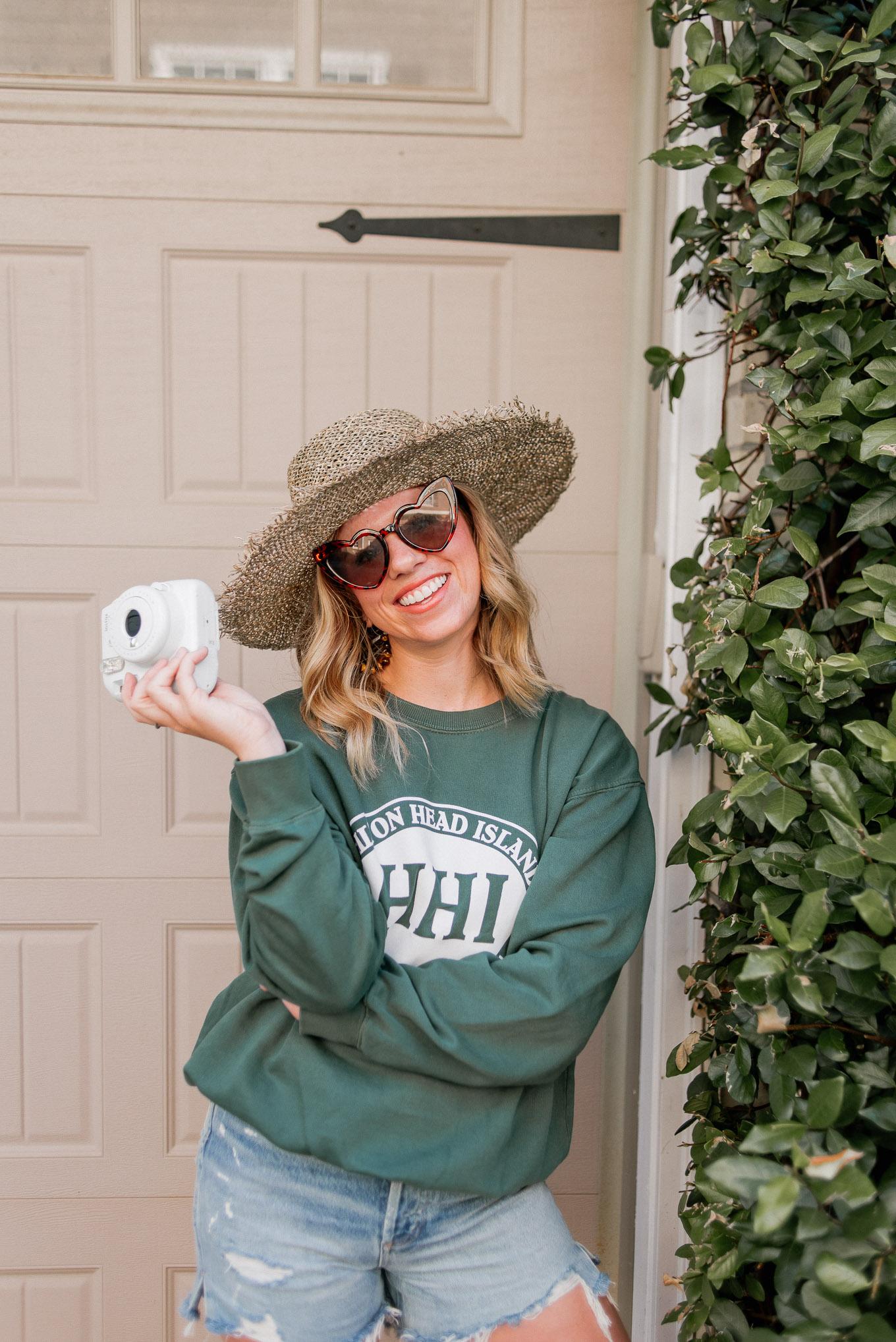 Casual Summer Outfit Idea, Classic Crewneck Sweatshirt | Louella Reese