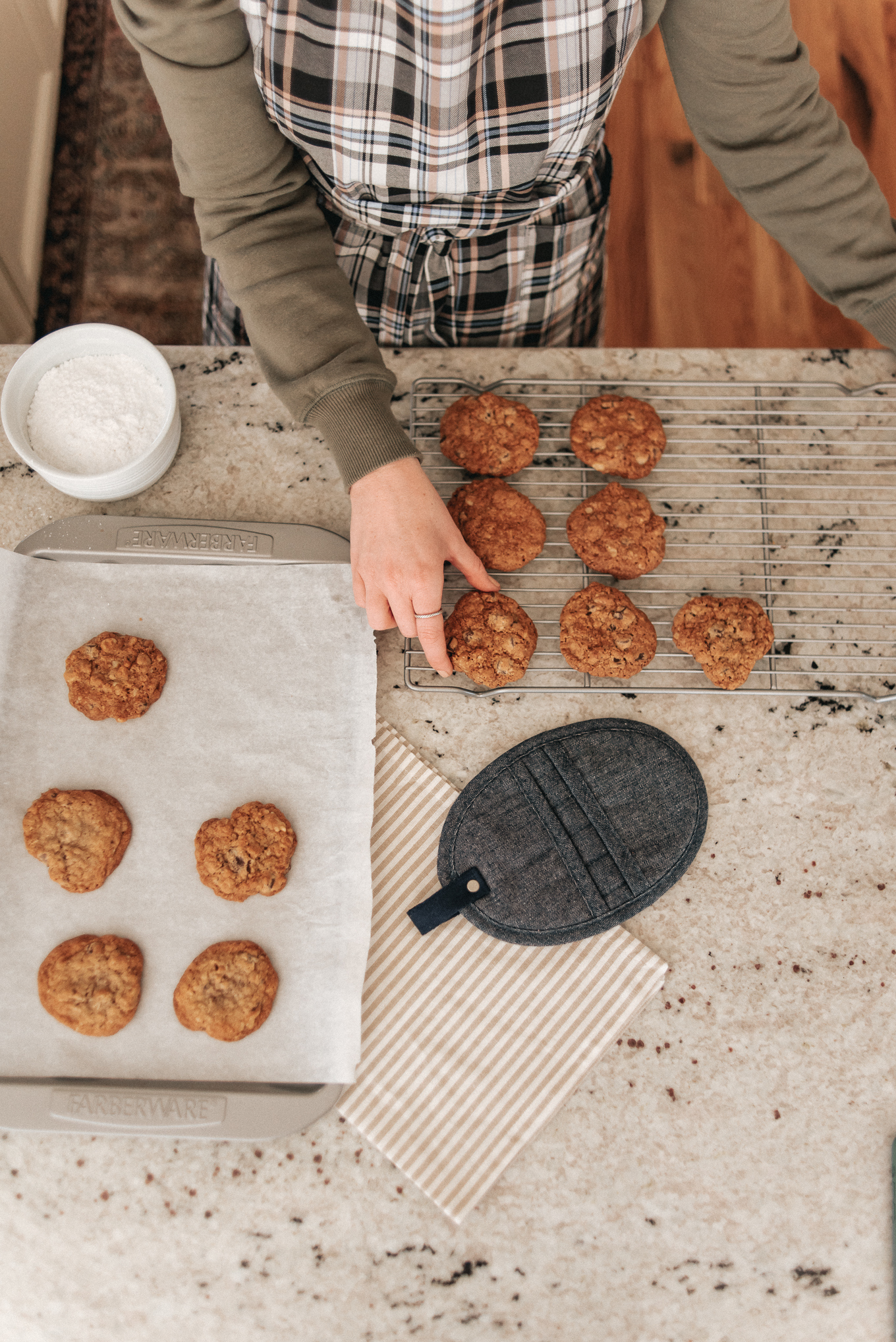 Chocolate Chip Oatmeal Cream Pies   Christmas Cookies   Louella Reese