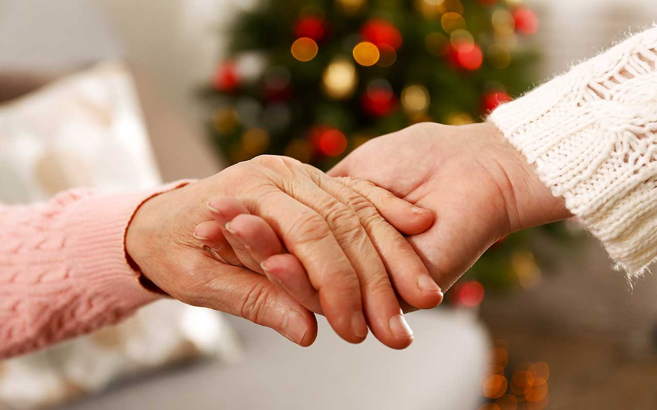 Visit a Senior this Holiday Season: 3 Reasons Why