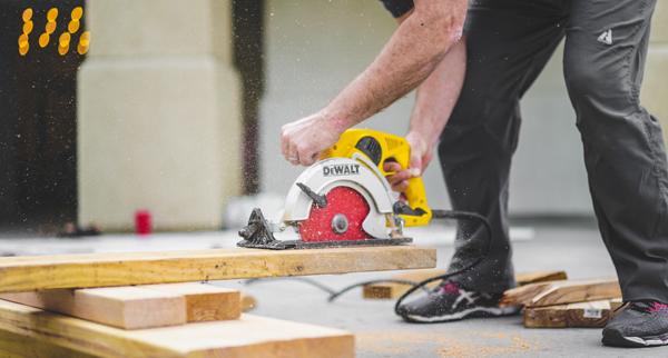 Cutting wood with Dewalt saw