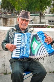 Music-Man-Pont-des-Arts
