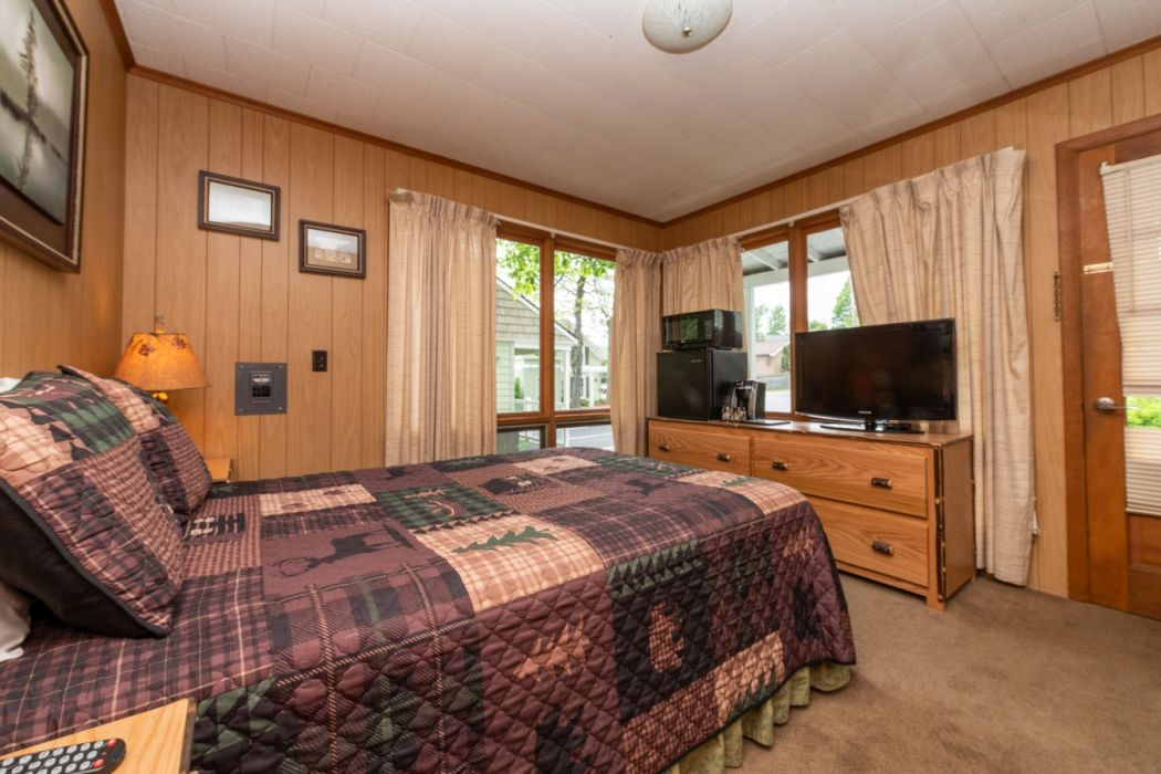 Shore Meadows LakeHouse Cabin 9 View Bedroom