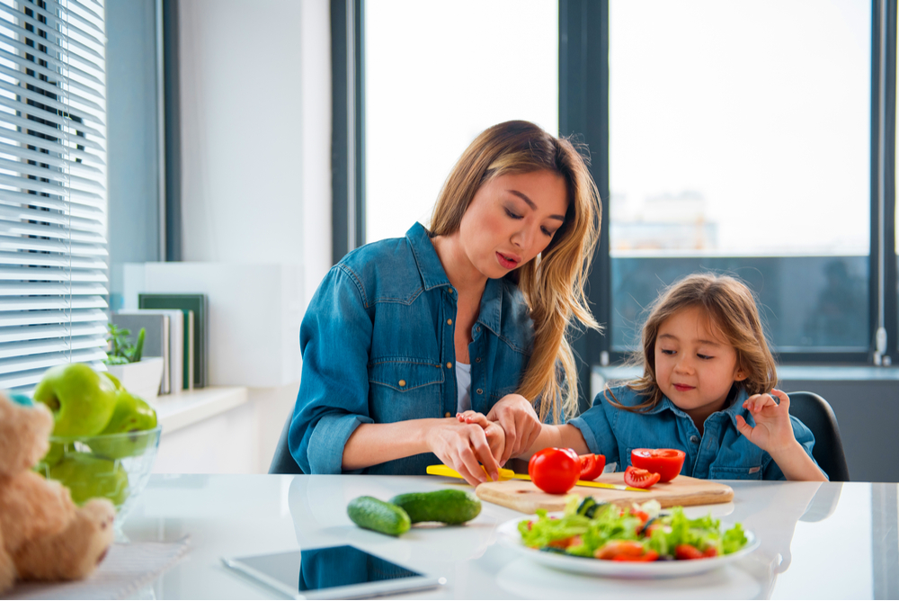 Child-cooking-with-mom