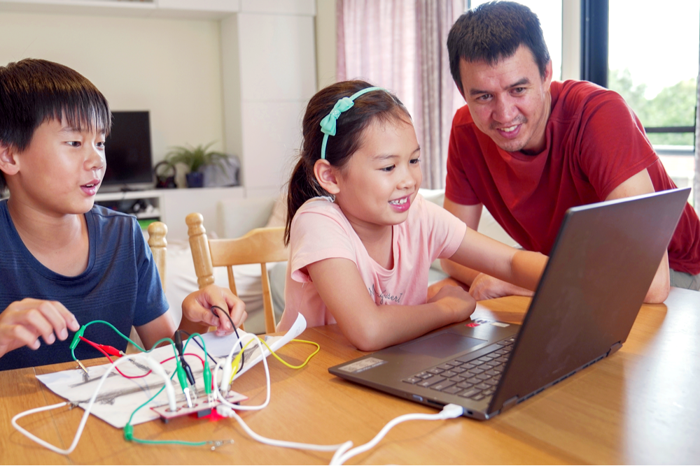 7 GREAT PROJECTS FOR THE HOMESCHOOLING PARENT