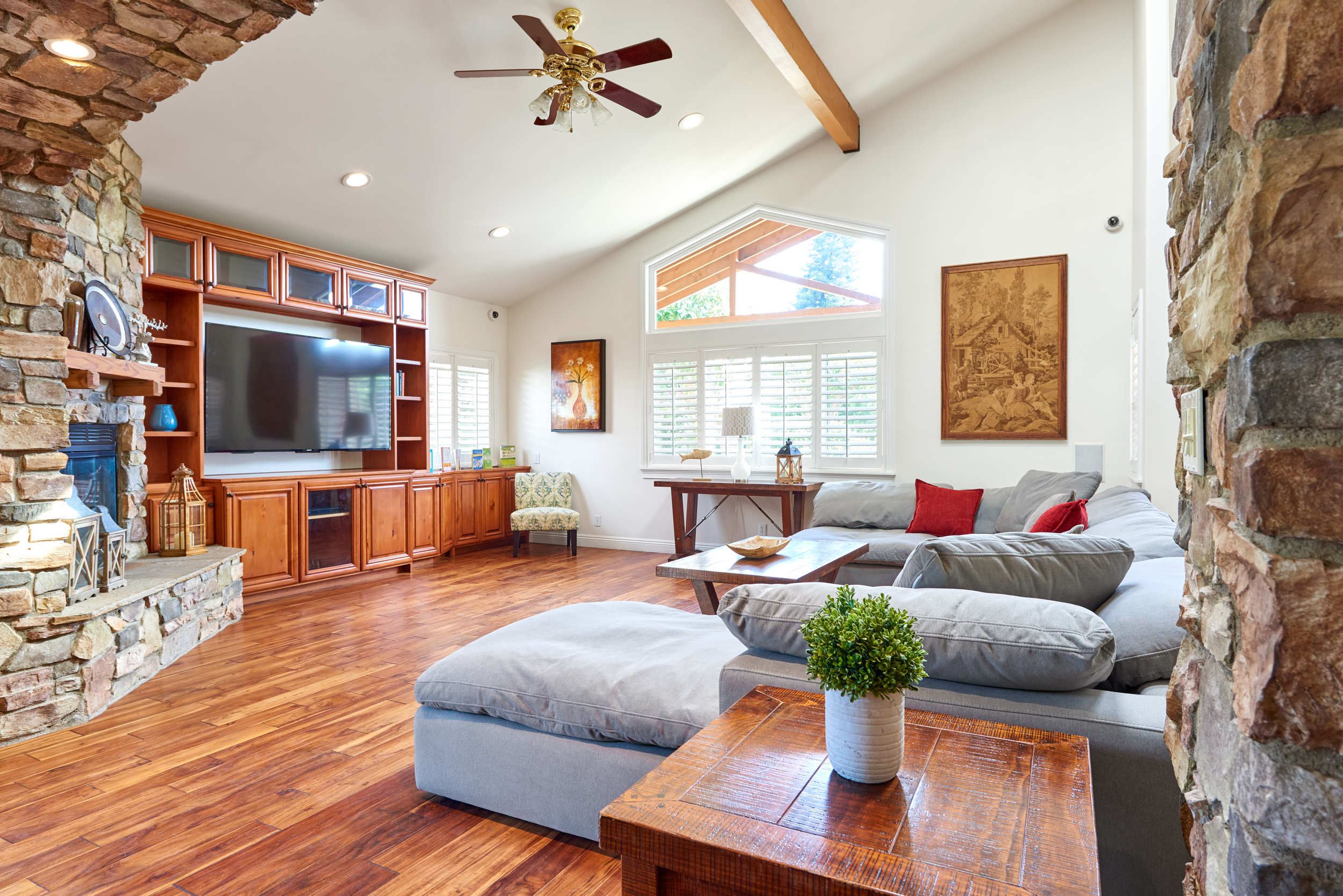 https://secureservercdn.net/198.71.233.107/zgw.2cd.myftpupload.com/wp-content/uploads/2020/08/Gratitude-Lodge-Long-Beach-Living-Room.jpg?time=1607134972