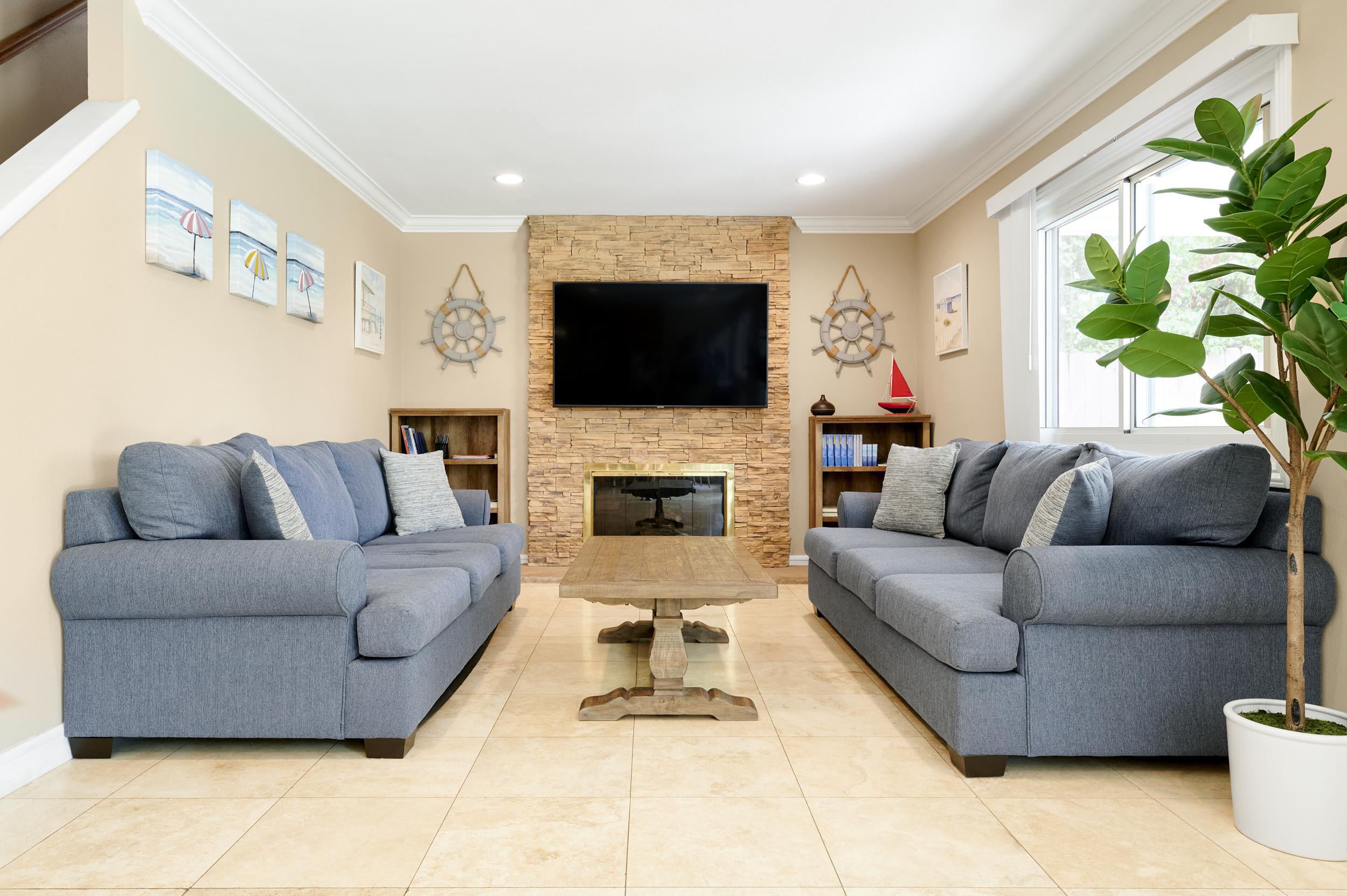 Gratitude Lodge Newport Beach 2nd Living Room