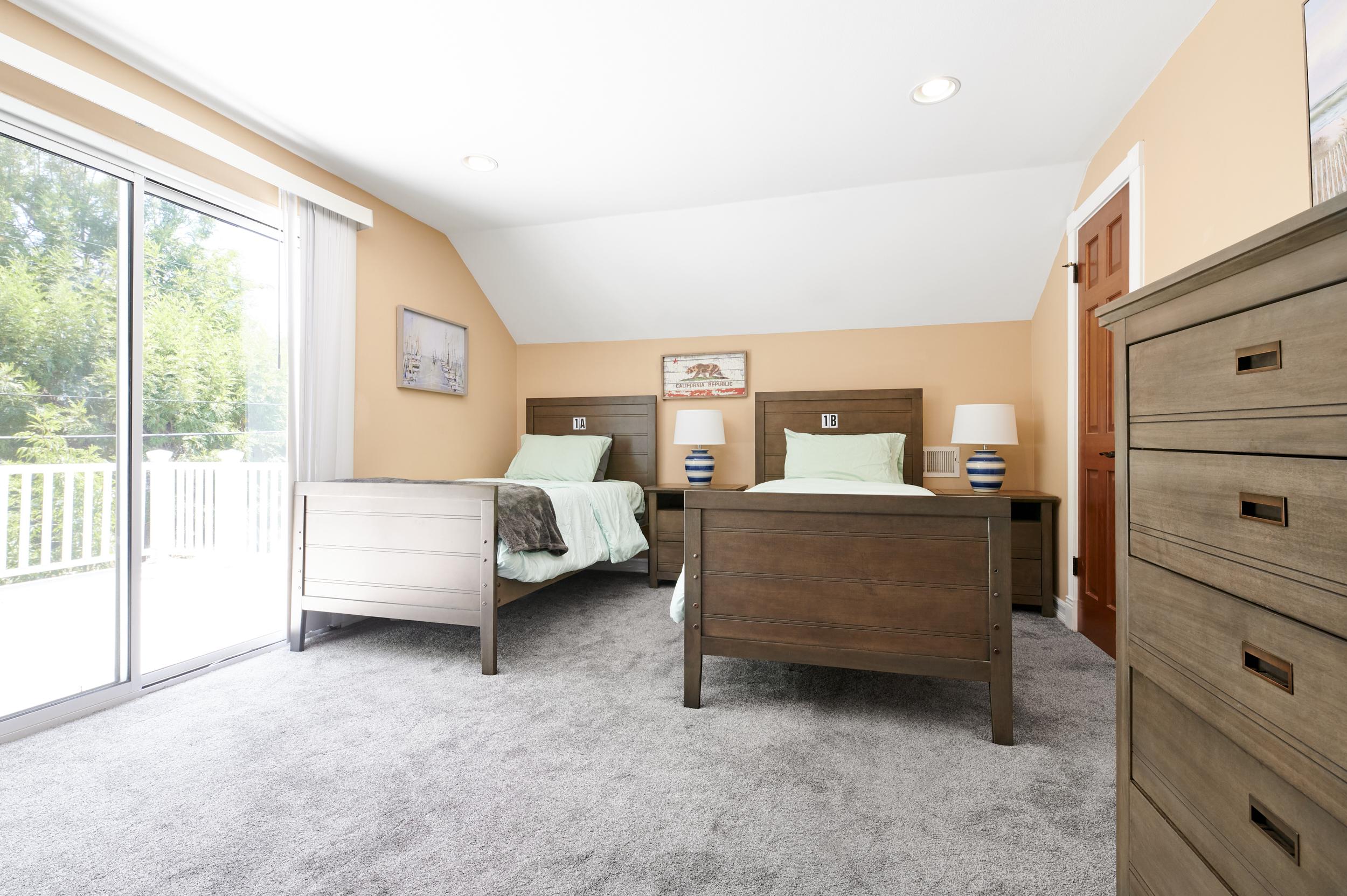 https://secureservercdn.net/198.71.233.107/zgw.2cd.myftpupload.com/wp-content/uploads/2020/08/Gratitude-Lodge-Newport-Beach-2nd-Upstairs-Bedroom-with-Balcony.jpg?time=1607134972