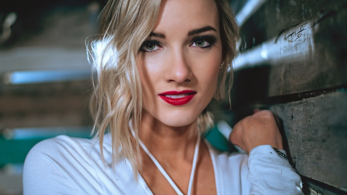 "Leah Daniels ""1st"" – Single Review"