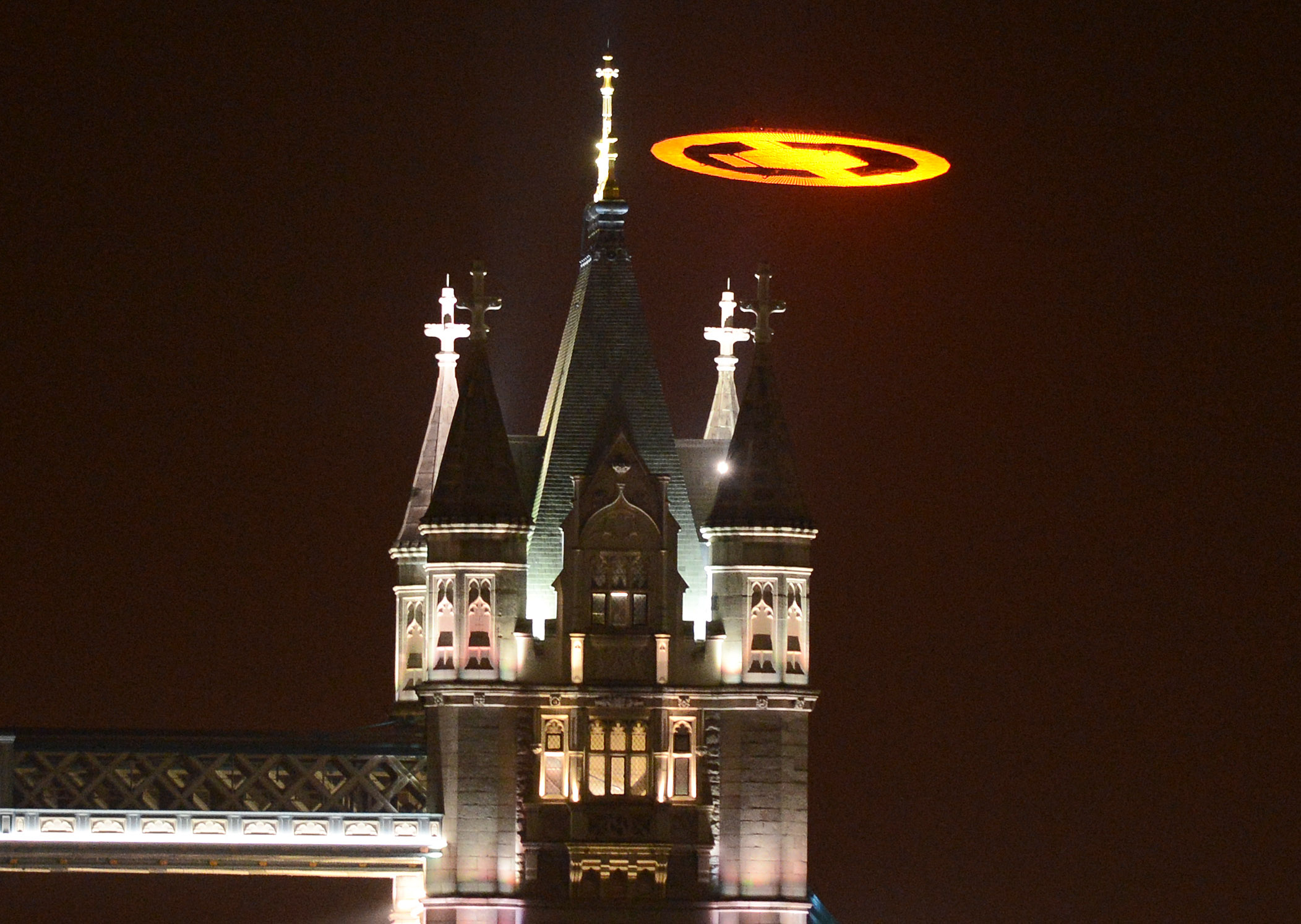 """Xbox Takes Over London's Skies To Launch """"Halo 4"""""""
