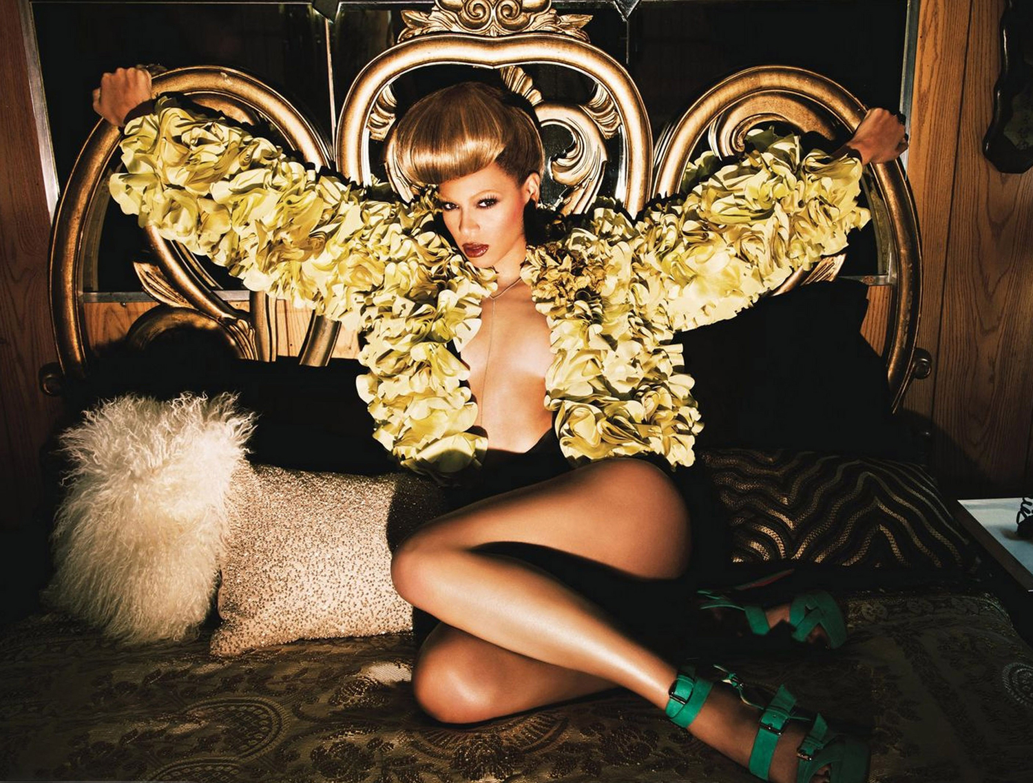 Beyonce New Album Is Super PowerFul Featuring Frank Ocean, Jay Z, Drake Plus More!
