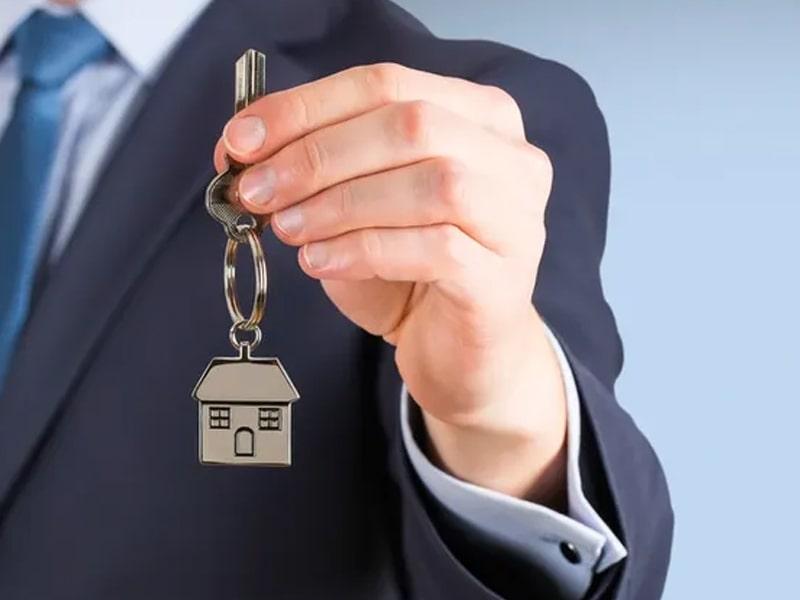 home insurance handing keys