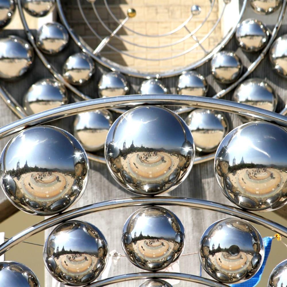 Mirror finish metal spheres
