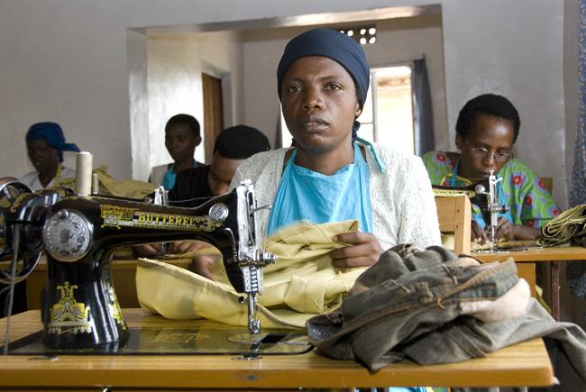 Sewing woman, photo #2, 09-28-07