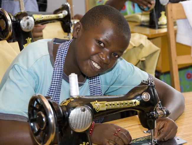 Sewing woman, photo #3, 09-28-07