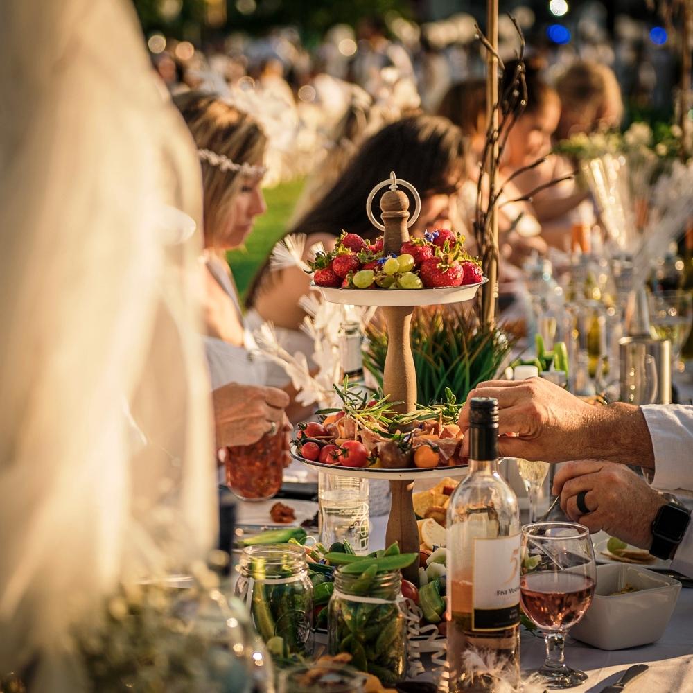 diner en blanc, the social concierge, tyson villeneuve, tsc agency, helen siwak, folioyvr, ecoluxluv, vancouver, bc, vancity, yvr