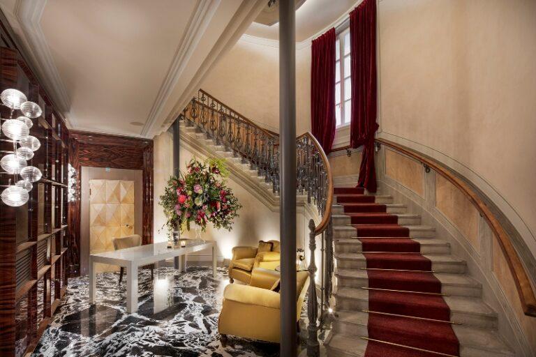 Folio.YVR Friends: Italy's Vista Palazzo Lago di Como Perfect for Private Retreat