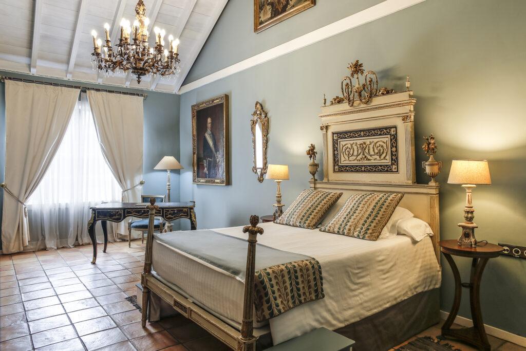 Folio.YVR Friends: Hotel Hacienda de Abajo Sings in the Canary Islands