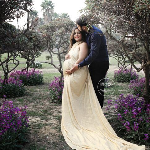 Best Outdoor Maternity photography in Delhi NCR Noida Gurgaon Faridabad by Rakshita Kapoor