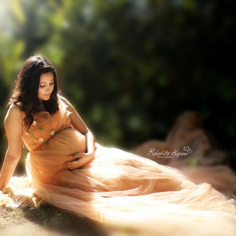Best Outdoor Maternity photographer in Delhi NCR Noida Gurgaon Faridabad by Rakshita Kapoor