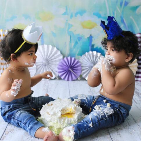Best baby twins cakesmashphotography in Delhi NCR Noida Gurgaon Faridabad by Rakshita Kapoor