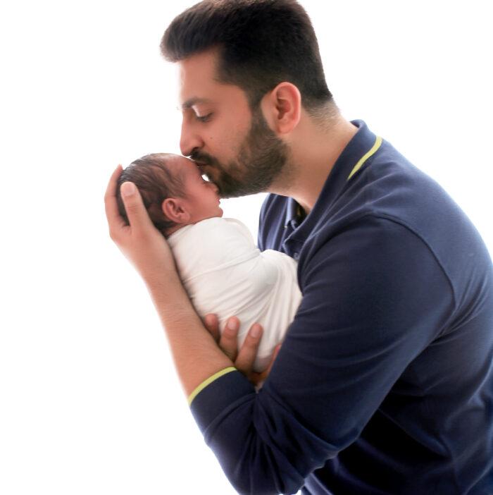 Best Newborn family photographer in Delhi