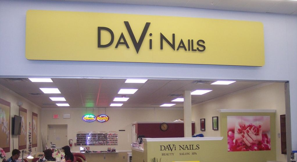 Da Vi Nails services with its price.