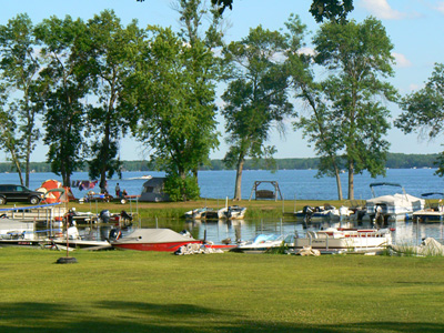 Lake front camping, private docking pond
