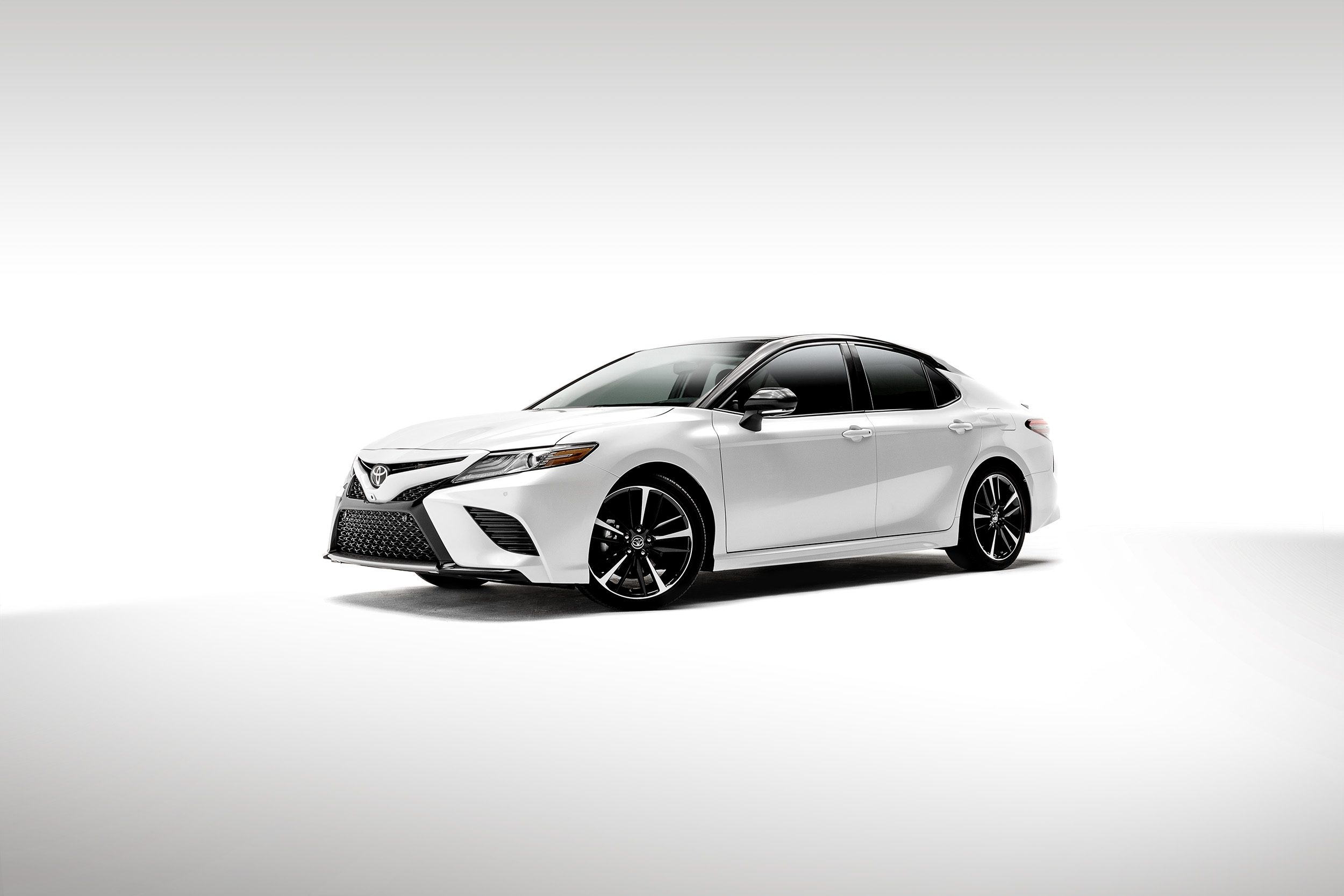 Camry-TwoTone-Front-3Quarter-R2