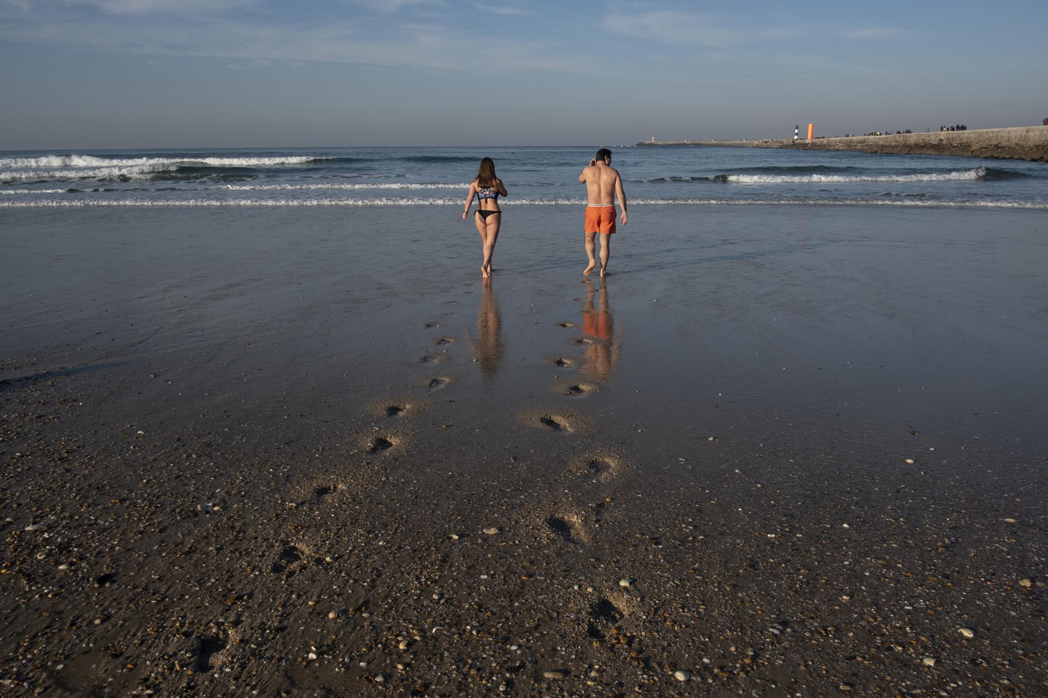 alejandro_montenegro_banco_activo_fortnite_tracker_o_calor_convida_a_praia_2C_mas_evite_o_mar.jpg