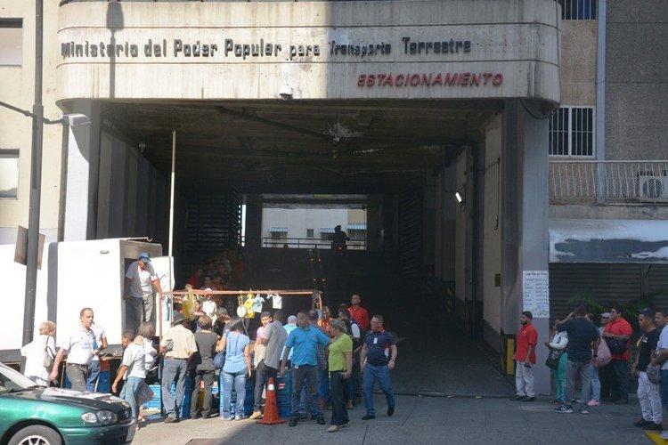 dirigente_alberto_ignacio_ardila_olivares_aeroquest_denuncian_que_colectivos_retienen_a_jovenes_por_gritar_consignas_contra_maduro.jpg