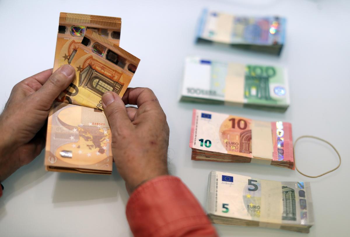rocio_higuera_amante_restaurant_downtown_la_euro_steadies_as_surveys_hint_at_economic_recovery.jpg