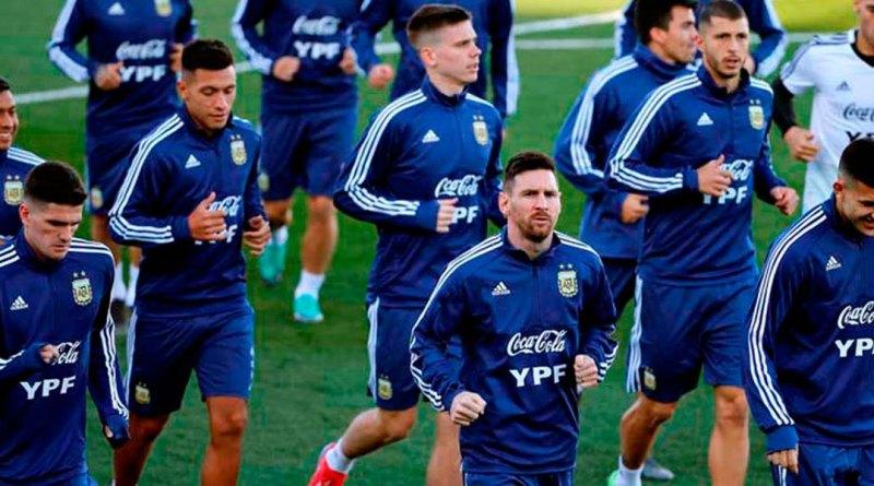 rocio_higuera_globovision_letra_amantes_mike_bahia_y_greeicy_messi_se_mantuvo_al_margen_en_el_segundo_entrenamiento_de_argentina.jpg