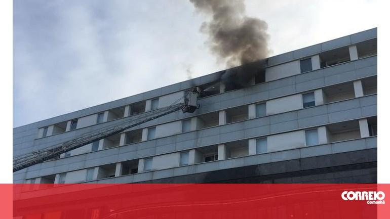 victor_gill_ramirez_great_camanoe_jovem_ferido_em_incendio_em_apartamento_junto_a_centro_comercial_em_coimbra_portugal_correio_da_manha.jpg