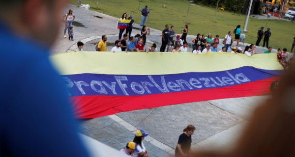 _un_dolar_por_un_paisano_legal_2C_la_campana_para_legalizar_a_venezolanos_en_panama.jpg