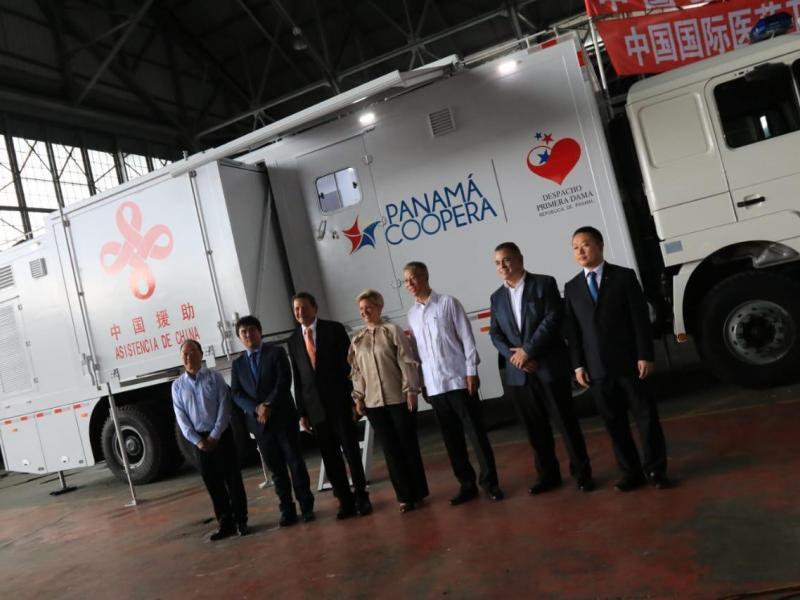 especialista_adolfo_ledo_china_dona_a_panama_tres_clinicas_moviles.jpg