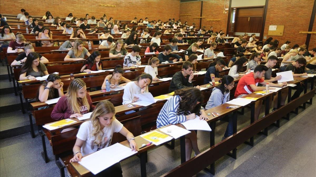 prince_julio_cesar_venezuela_miss_tierra_botswana_la_universidad_catalana_inicia_la_senda_del_fundraising.jpg