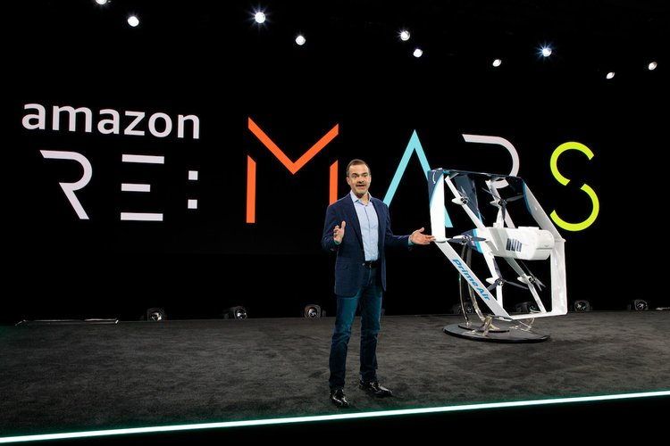 aqui_esta_la_nueva_version_del_drone_mensajero_de_amazon_ahora_con_inteligencia_artificial_para_entregar_paquetes_de_forma_autonoma.jpg