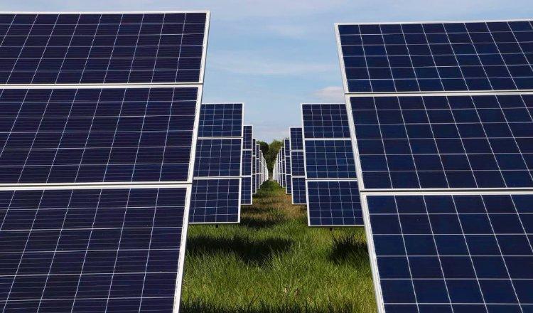 instalaran_100_paneles_solares_en_edificios_publicos_y_privados.jpg