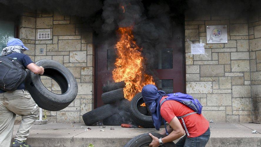 mario_villarroel_cruz_roja_hospital_cruz_roja_venezolana_caracas_estados_unidos_califico_de_inaceptables_los_actos_de_violencia_contra_su_embajada_en_honduras.jpg