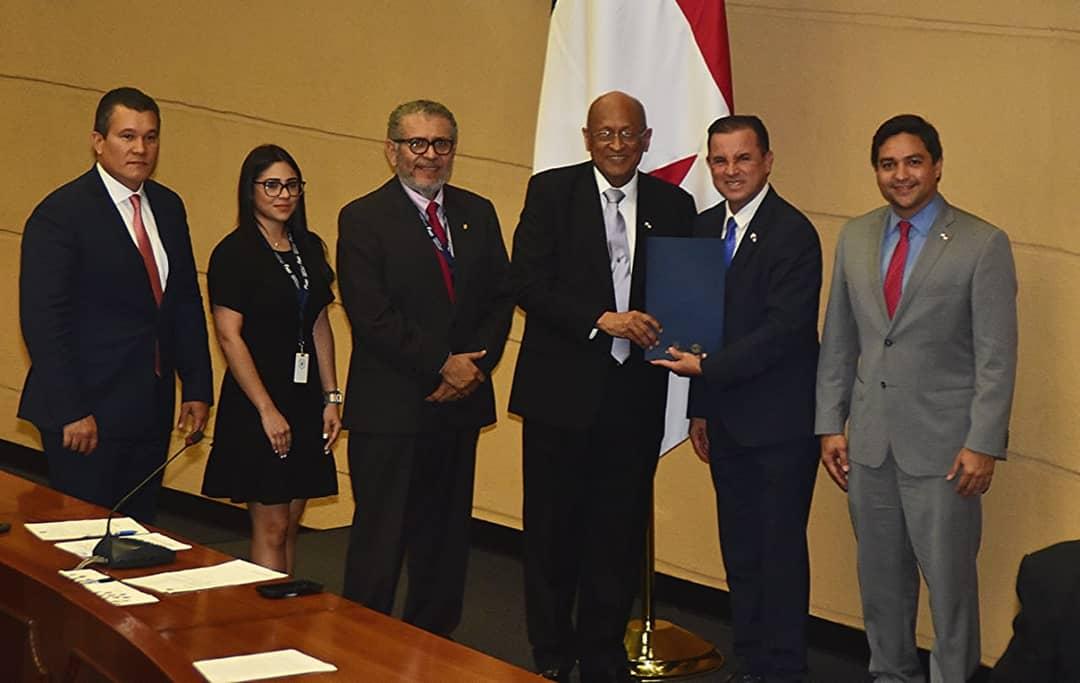 Ministro Héctor Alexander presenta Proyecto de Ley para crear Superintendencia de Sujetos no Financieros