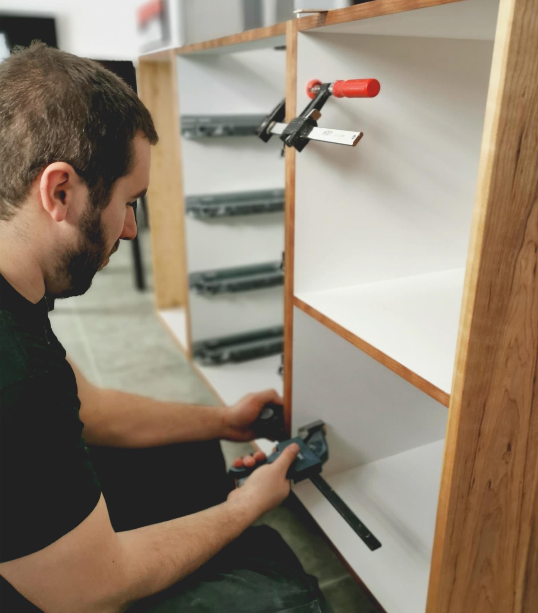 Service - Procédé d'installation d'un meuble