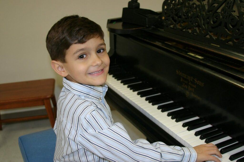 Child playing the paino