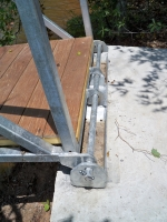 Single hinge 5th wheels on concrete bulkhead