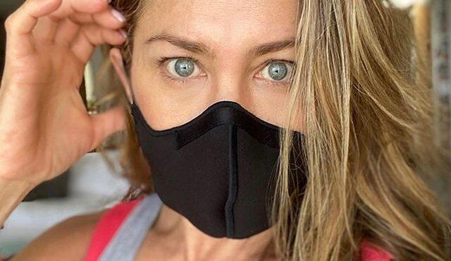 Jennifer Aniston: Wearing a Mask 'Shouldn't Be a Debate'