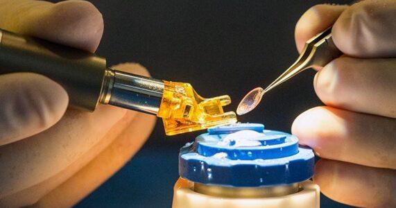 Nhật Bản đã sẵn sàng cho phép trị liệu bằng 'tế bào gốc tái lập trình' trong  điều trị tổn thương giác mạc
