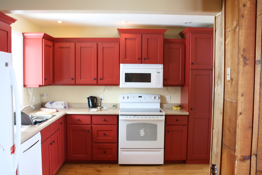 Pine kitchen in red