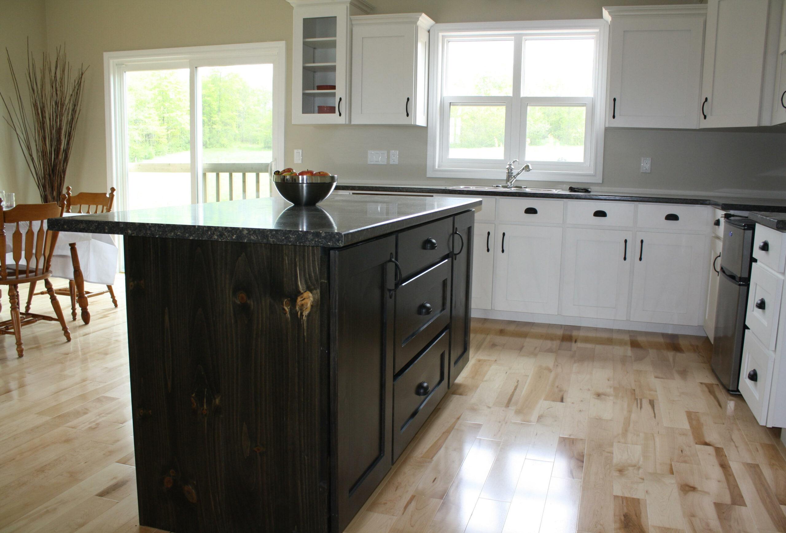 Dual tone kitchen cupboards