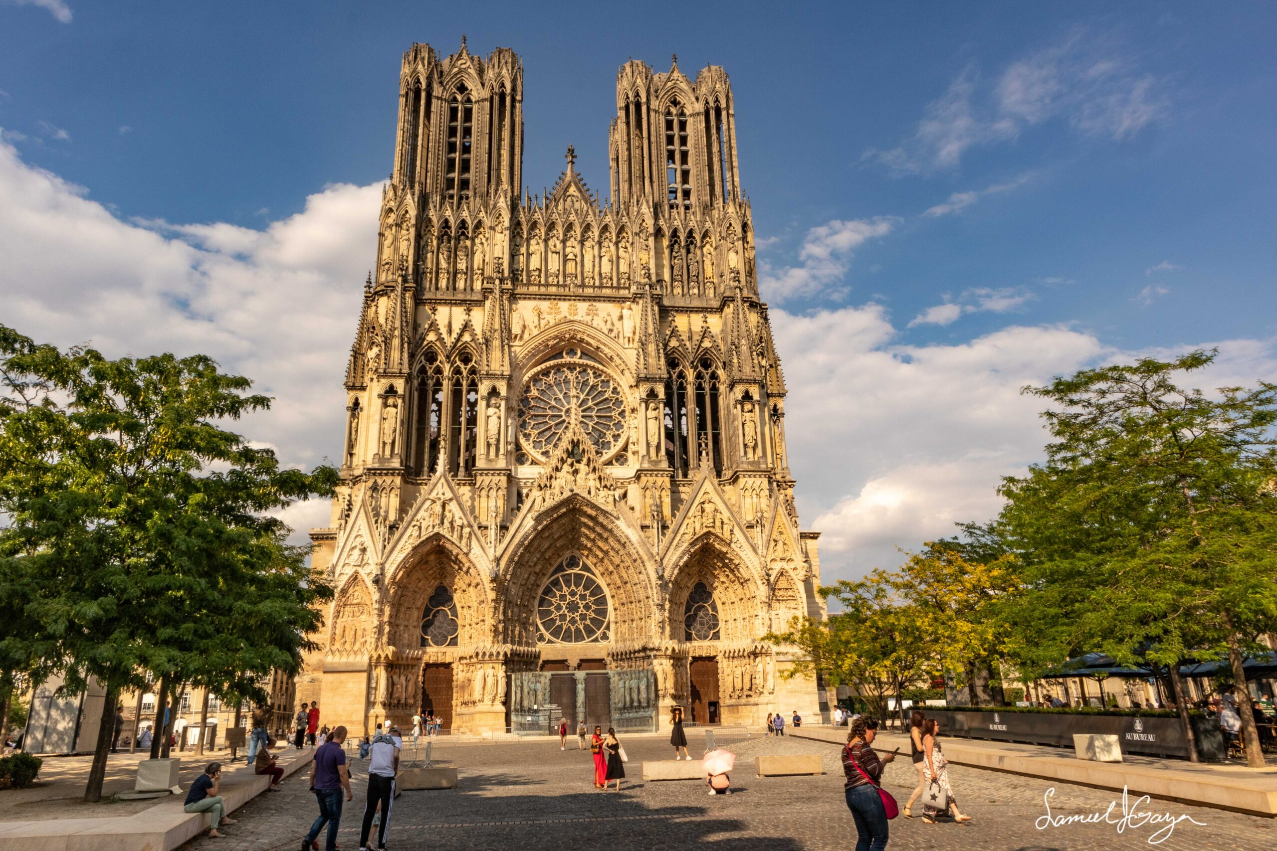 Reims Notre-Dame Cathedral with square.