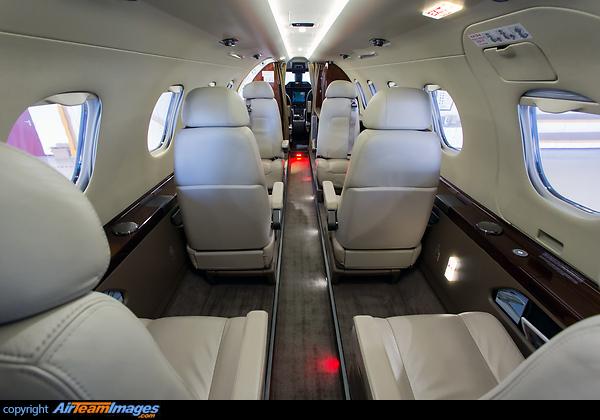 Phenom 300 interior 2